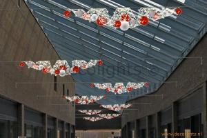 glasfiber ribbon met kerstballen